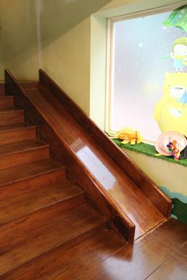 ㄟ米間親子友善風味料理-店內有溜滑梯