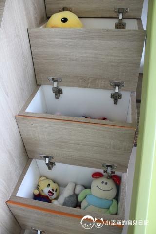 童伴親子民宿-樓梯藏玩具