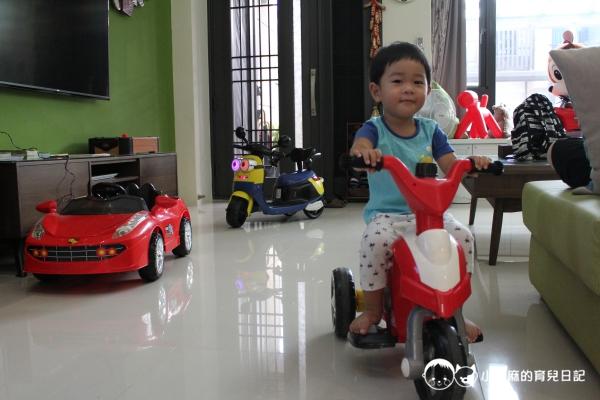 童伴親子民宿-玩具車
