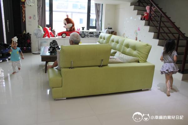 童伴親子民宿-沙發很大