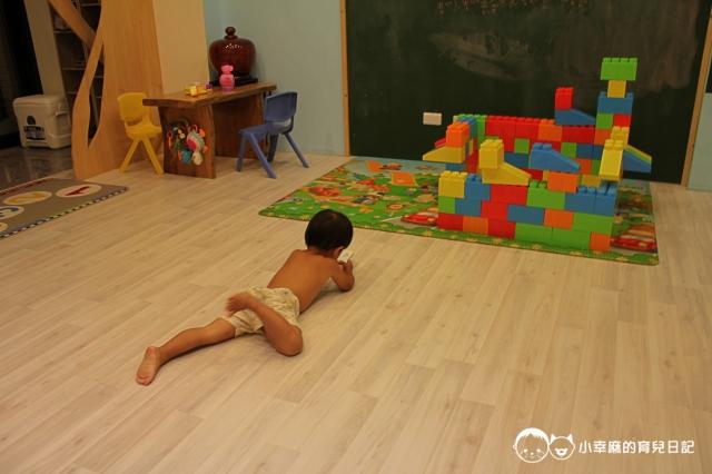 安平倆倆親子民宿-地板很舒服