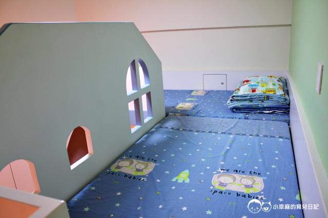 童樂繪親子遊戲館-溜滑梯上面還有兩個床位