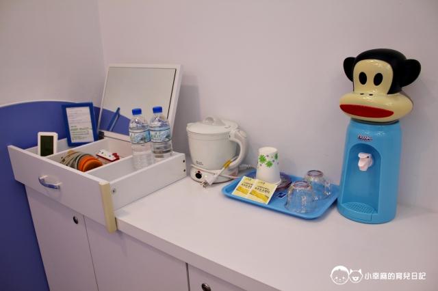 童樂繪親子遊戲館-房內提供飲水機、電熱水壺、茶包、礦泉水、吹風機