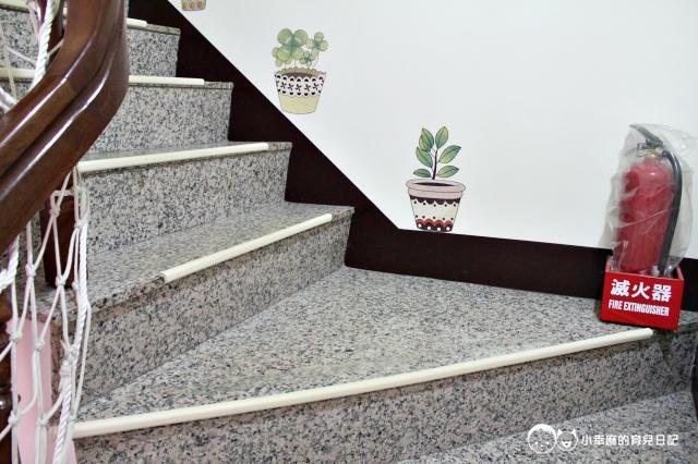 童樂繪親子遊戲館-樓梯有安全防護