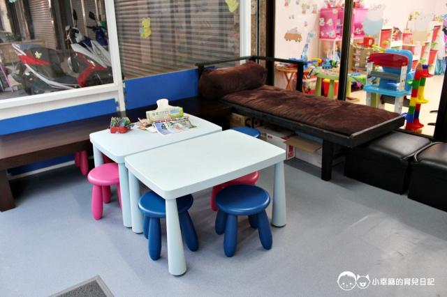 童樂繪親子遊戲館-桌椅區