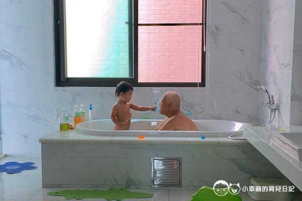 台南Candy肯蒂親子民宿-大浴缸兩個人洗也不擠
