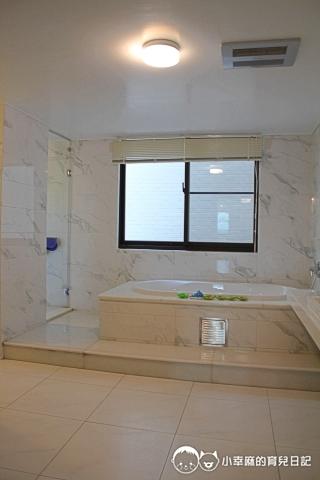 台南Candy肯蒂親子民宿-賽車六人房浴室