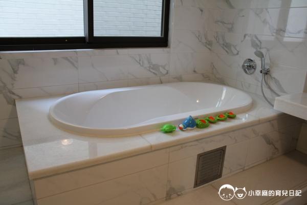 台南Candy肯蒂親子民宿-賽車六人房洗澡玩具