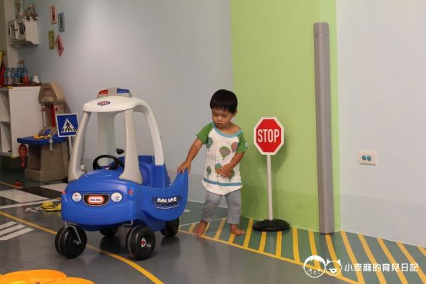 台南Candy肯蒂親子民宿-賽車六人房警車