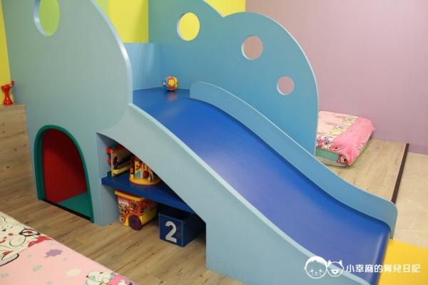 台南Candy肯蒂親子民宿-家家酒六人房溜滑梯玩具