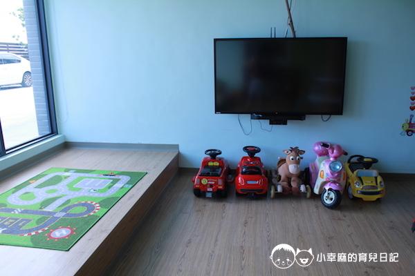 童樂匯主題式親子民宿-遊戲室車子