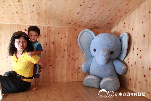 童樂匯主題式親子民宿-可愛的大象玩偶