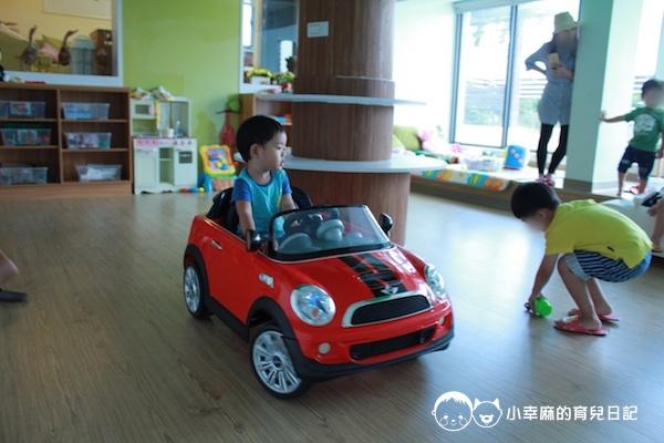 童樂匯主題式親子民宿-遊戲室跑車