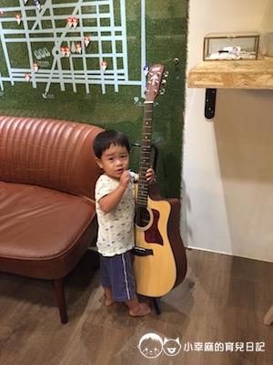 承億輕旅花蓮館-玩吉他