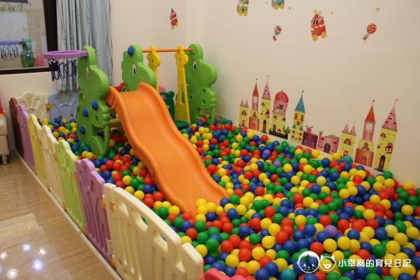 漫步花園親子童趣館-溜滑梯球池