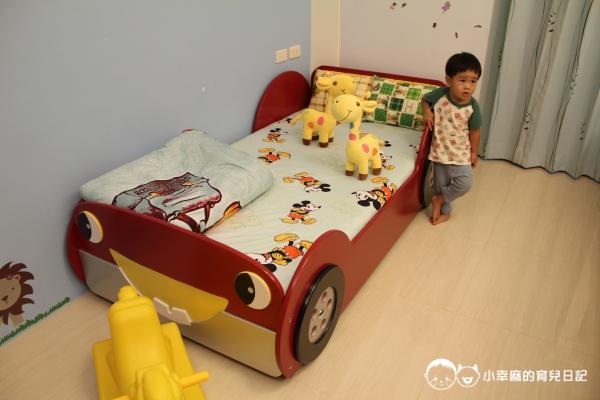 漫步花園親子童趣館-汽車造型床