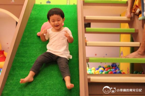 漫步花園親子童趣館-溜滑梯