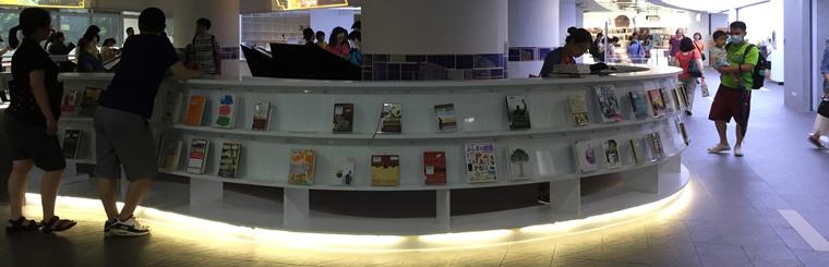 擁有超大童書區的新北市立圖書館新總館,親子共讀習慣從小培養!