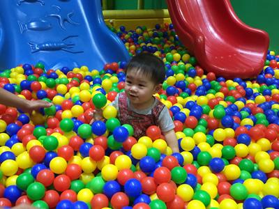 台北LOVE樂福親子館-球池溜滑梯