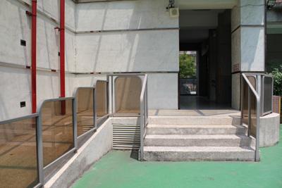 新和公共托育中心-上二樓櫃台