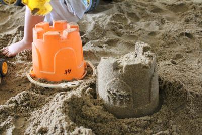 新和公共托育中心-沙有點濕度,不用辛苦去裝水就能塑型